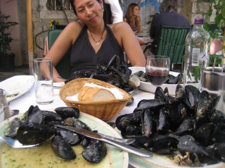 Francesca flexing her mussels
